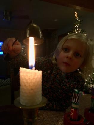 Candle de-light